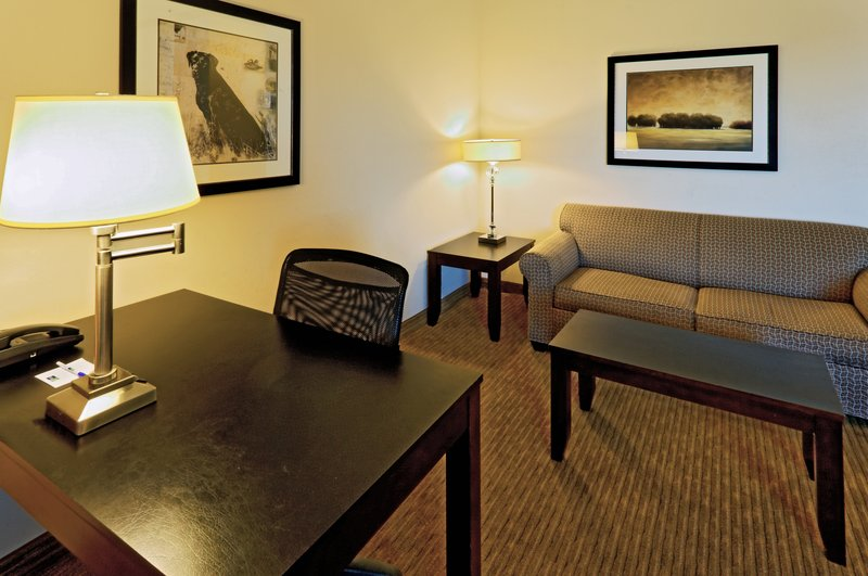 Holiday Inn Express & Suites Cleburne-Jacuzzi Suite - living room<br/>Image from Leonardo