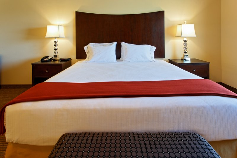 Holiday Inn Express & Suites Cleburne-Jacuzzi Suite - King bed<br/>Image from Leonardo
