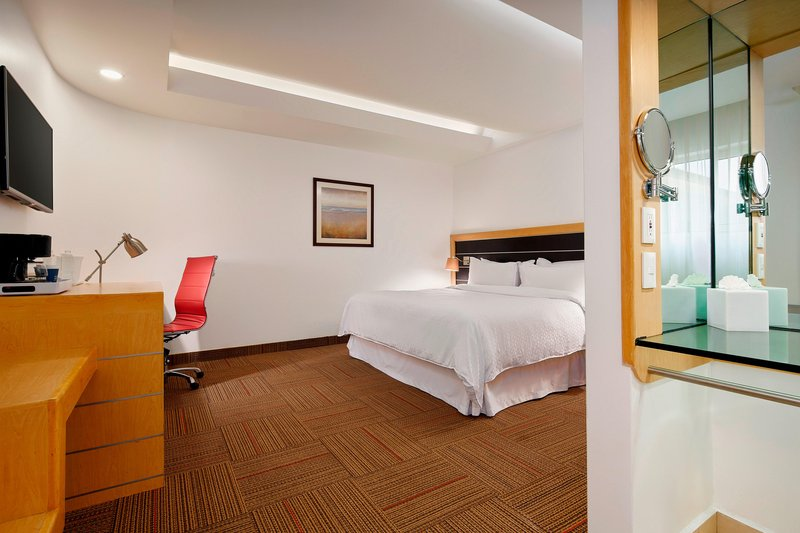 Four Points by Sheraton Mexico City, Colonia Roma-King Junior Suite<br/>Image from Leonardo