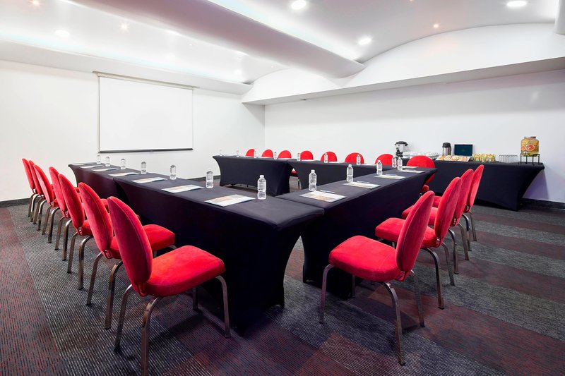 Four Points by Sheraton Mexico City, Colonia Roma-Mirabelle Meeting Room<br/>Image from Leonardo
