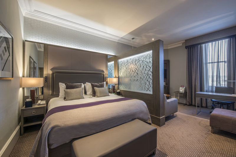Holiday Inn Sheffield-King sized bed in all Junior Suites<br/>Image from Leonardo