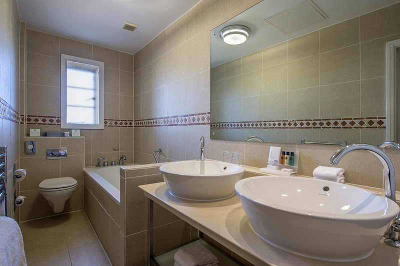 Holiday Inn Sheffield-All rooms are equipped with a bath tub<br/>Image from Leonardo