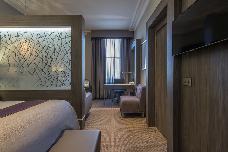 Holiday Inn Sheffield-Our Junior Suites come with a separate living room space<br/>Image from Leonardo