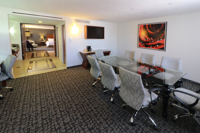 Holiday Inn Ciudad de Mexico-Trade Center-Suite<br/>Image from Leonardo