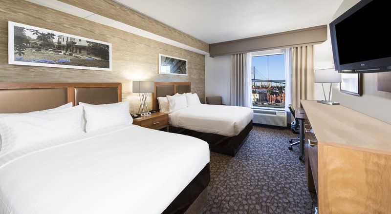 Holiday Inn Savannah Historic District-Relax in our comfy beds after exploring the Savannah streets<br/>Image from Leonardo