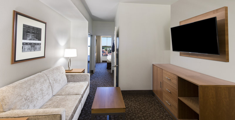 Holiday Inn Savannah Historic District-Our Suite Guestroom provides you with all of the comforts of home<br/>Image from Leonardo