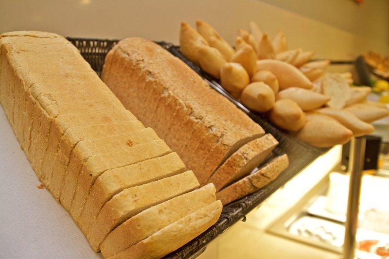 Holiday Inn Express Campo De Gibraltar - Barrios-Breakfast<br/>Image from Leonardo