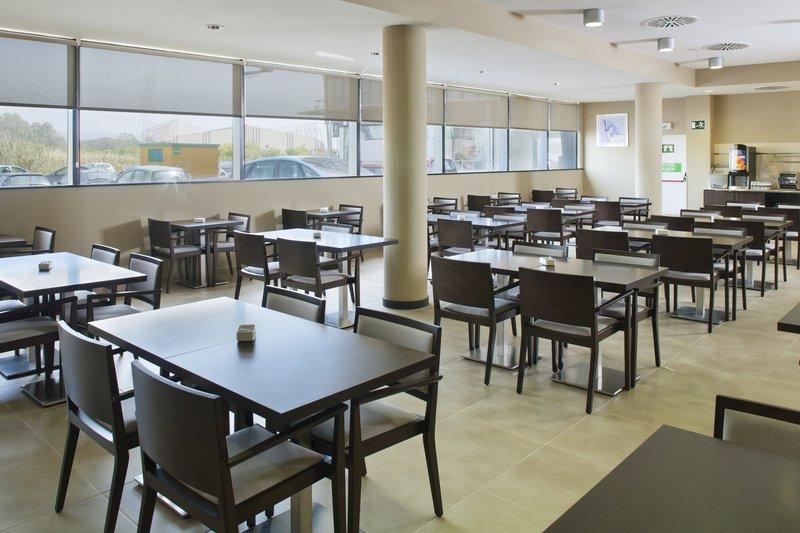Holiday Inn Express Campo De Gibraltar - Barrios-Breakfast Area<br/>Image from Leonardo