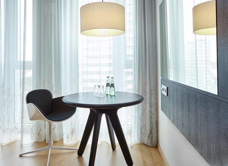 Holiday Inn Berlin Centre Alexanderplatz-Stylish King Executive Nonsmoking Room<br/>Image from Leonardo