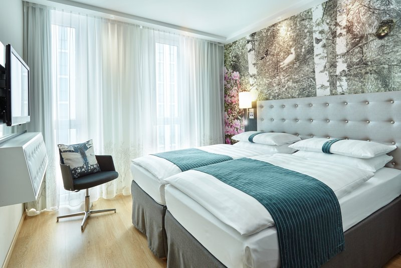 Holiday Inn Berlin Centre Alexanderplatz-Comfortable Two Twin Standard Nonsmoking Guest Room<br/>Image from Leonardo