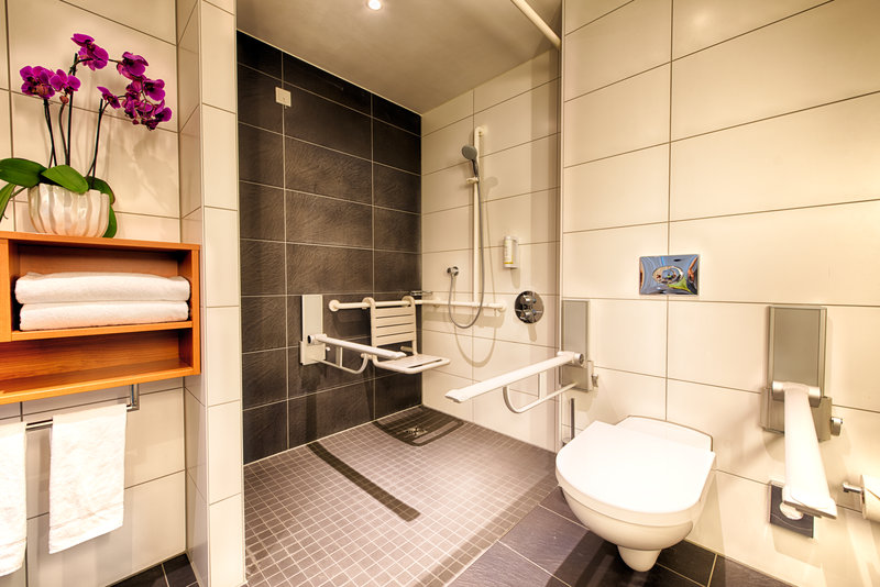 Holiday Inn Berlin Centre Alexanderplatz-Accessible Guest Bathroom<br/>Image from Leonardo
