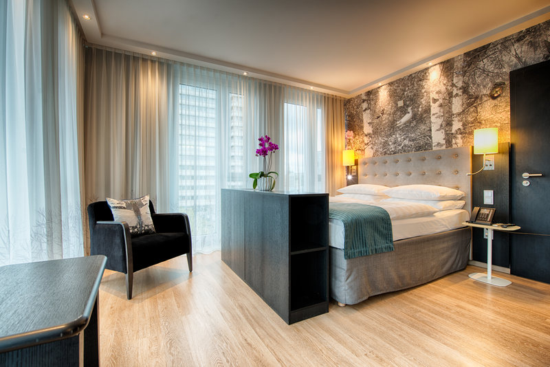 Holiday Inn Berlin Centre Alexanderplatz-Wheelchair Accessible Double Bed Room<br/>Image from Leonardo
