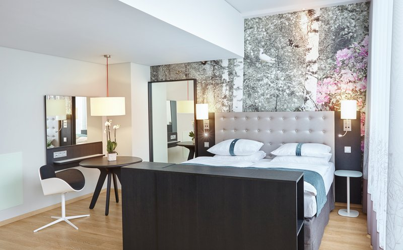Holiday Inn Berlin Centre Alexanderplatz-Accommodating Contemporary Double Bed Nonsmoking Suite<br/>Image from Leonardo