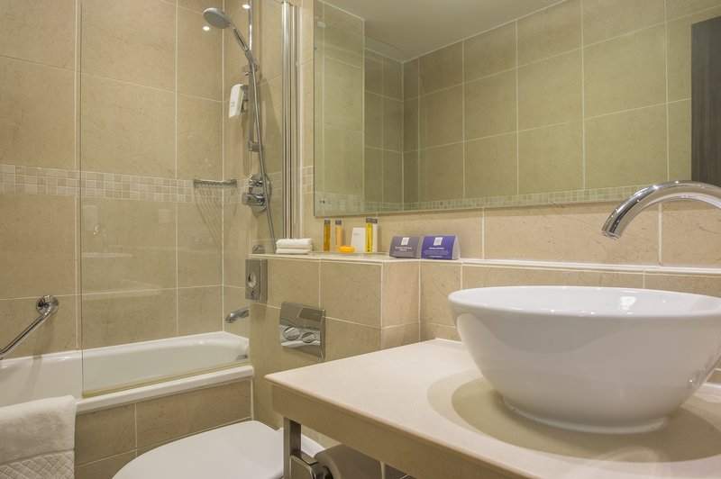 Holiday Inn Sheffield-All bedrooms have a bath tub as a standard<br/>Image from Leonardo