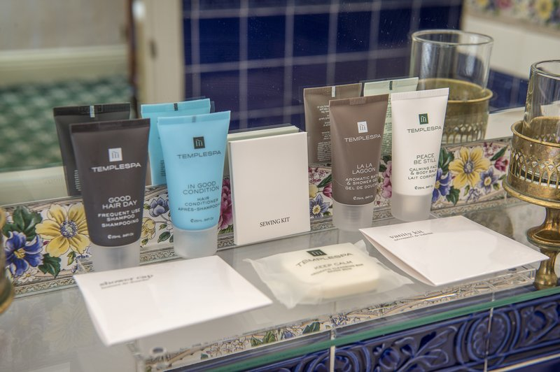Holiday Inn Sheffield-Temple Spa bathroom amenities in Deluxe Club, Junior Suite & Suite<br/>Image from Leonardo
