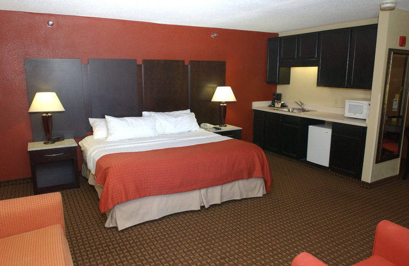 Holiday Inn Hotel & Suites Owatonna-King Executive Suite<br/>Image from Leonardo