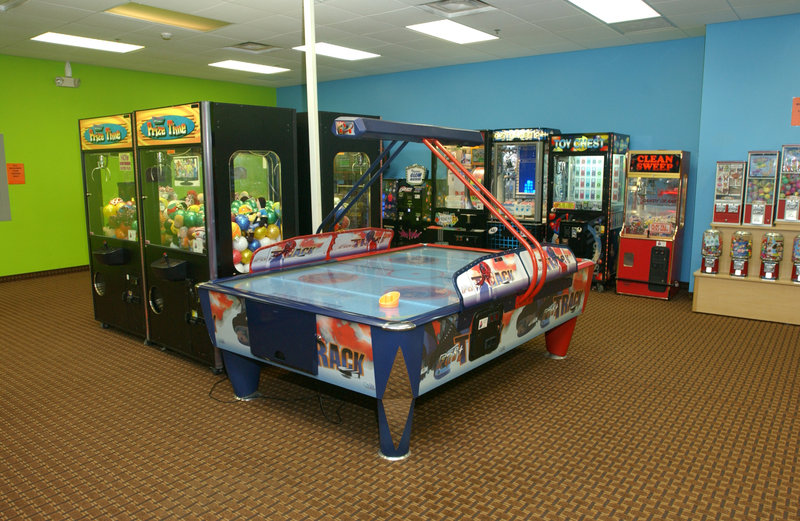 Holiday Inn Hotel & Suites Owatonna-Lion's Den Arcade<br/>Image from Leonardo