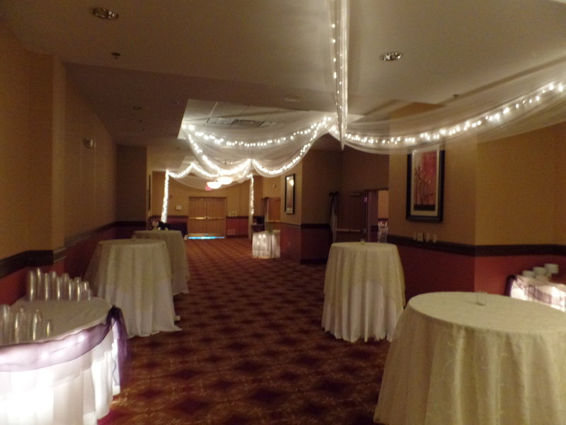 Holiday Inn Hotel & Suites Owatonna-Pre-function Area<br/>Image from Leonardo