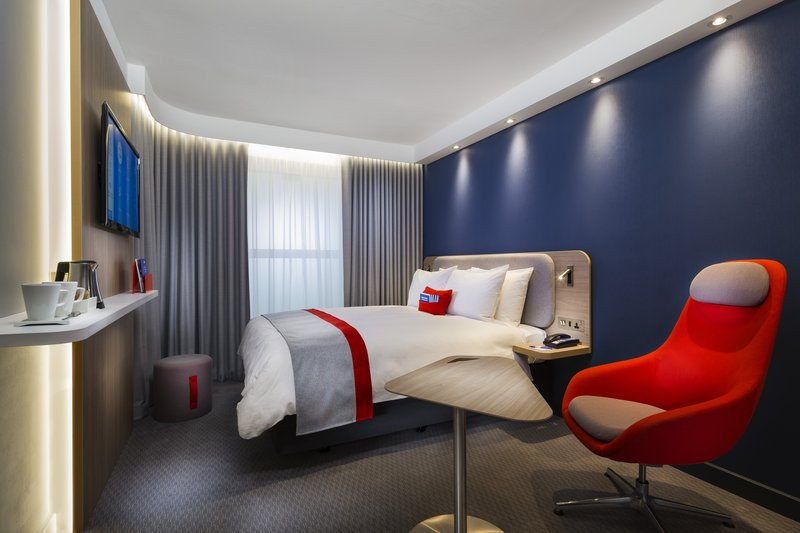 Holiday Inn Express Oxford - Kassam Stadium-Newly refurbished bedroom<br/>Image from Leonardo
