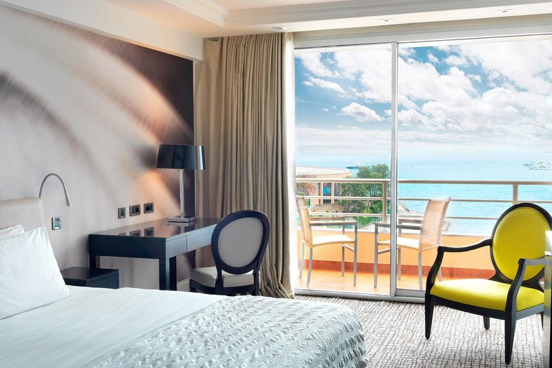 Le Meridien Beach Plaza-King Deluxe Sea View Guest Room<br/>Image from Leonardo