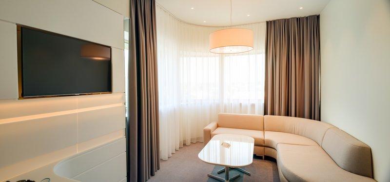 Holiday Inn Vilnius-Suite restroom<br/>Image from Leonardo