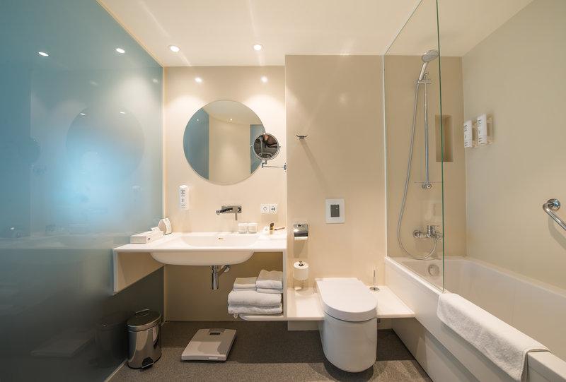 Holiday Inn Vilnius-Bathroom<br/>Image from Leonardo