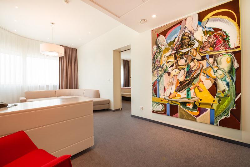 Holiday Inn Vilnius-Suite rest room<br/>Image from Leonardo
