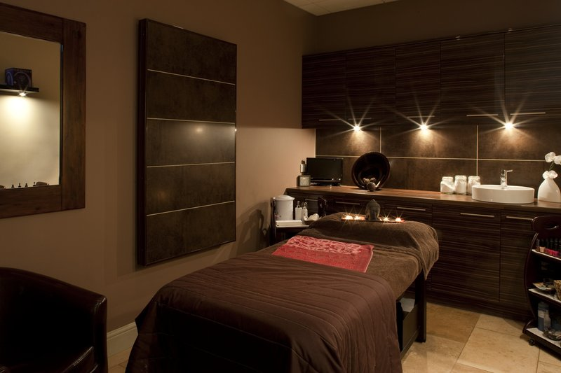 Holiday Inn Peterborough West-Spa Beauty Room at the Holiday Inn Peterborough West<br/>Image from Leonardo