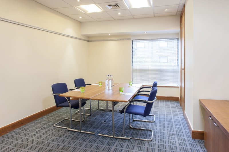 Holiday Inn Rochester - Chatham-An intimate boardroom, perfect for interviews or small meetings. <br/>Image from Leonardo