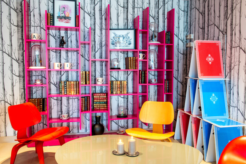 Holiday Inn Reims Centre-Alice in wonderland lobby Lounge<br/>Image from Leonardo