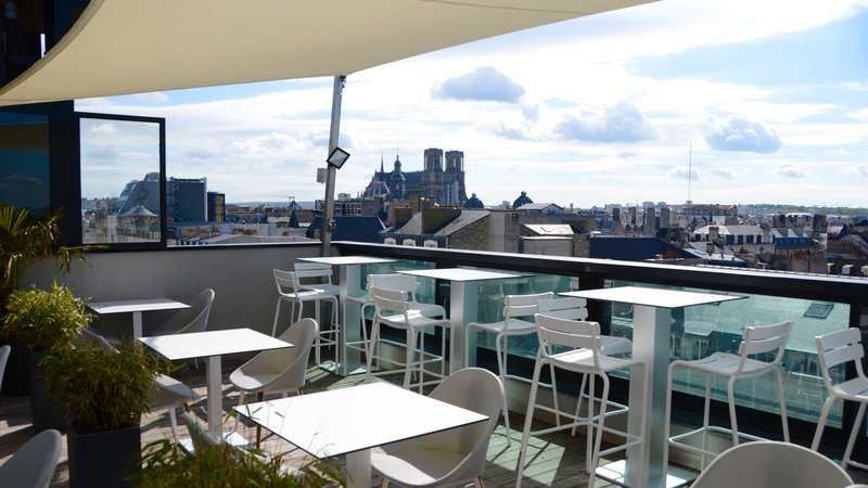 Holiday Inn Reims Centre-Rooftop terrace of the restaurant and bar, on the 7th floor<br/>Image from Leonardo