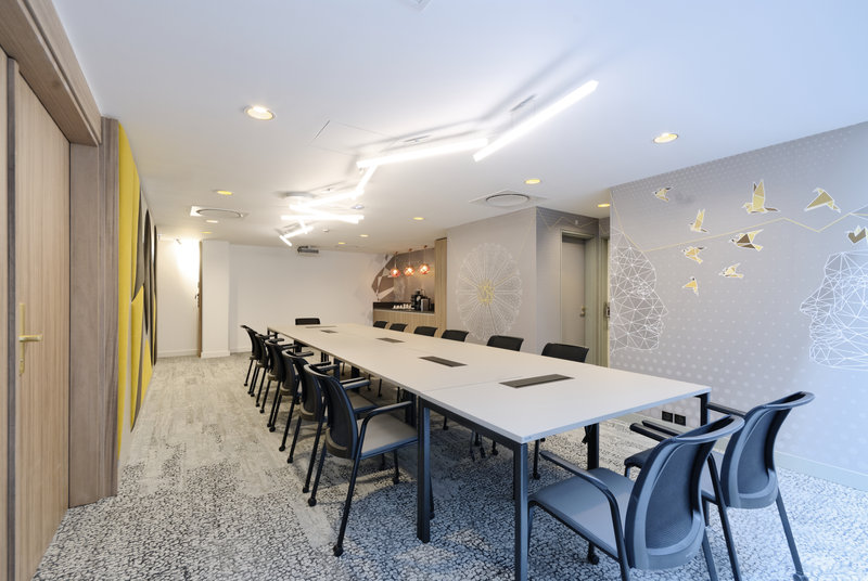 Holiday Inn Reims Centre-Saint Remi meeting room<br/>Image from Leonardo