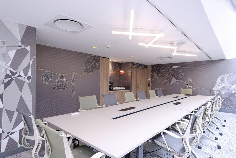 Holiday Inn Reims Centre-Notre Dame meeting room<br/>Image from Leonardo