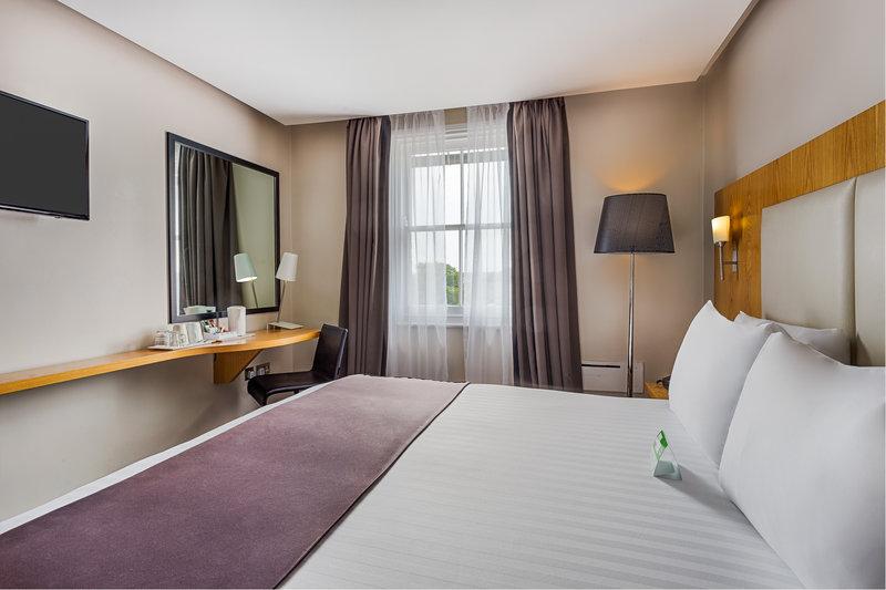 Holiday Inn Sittingbourne-Holiday Inn Sittingbourne Standard Double Room<br/>Image from Leonardo