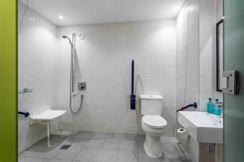 Holiday Inn Sittingbourne-Holiday Inn Sittingbourne Accessible Bathroom<br/>Image from Leonardo