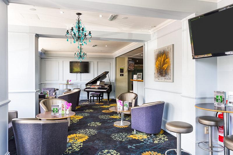 Holiday Inn Sittingbourne-Holiday Inn Sittingbourne - The Coniston Bar<br/>Image from Leonardo
