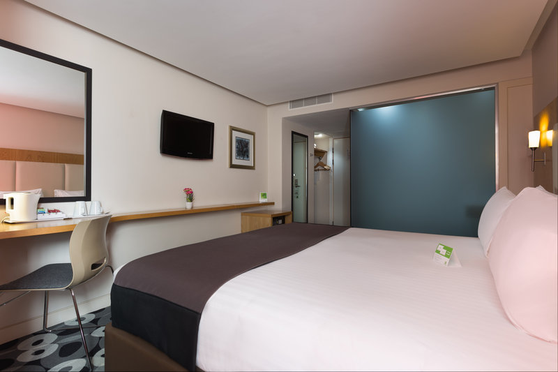 Holiday Inn Sittingbourne-Holiday Inn Sittingbourne Standard Room<br/>Image from Leonardo