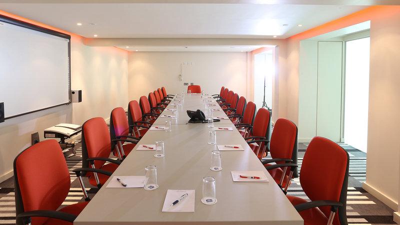 Holiday Inn Sittingbourne-Holiday Inn Sittingbourne Meeting Room<br/>Image from Leonardo