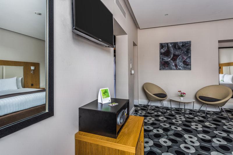 Holiday Inn Sittingbourne-Holiday Inn Sittingbourne Executive Room<br/>Image from Leonardo