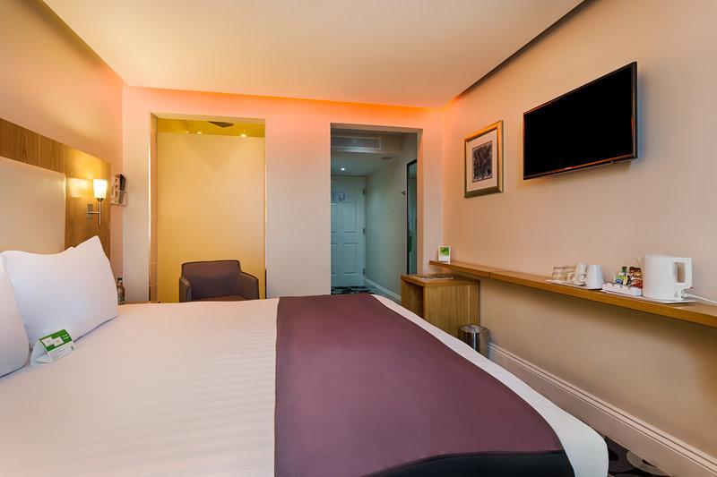 Holiday Inn Sittingbourne-Holiday Inn Standard Double Room<br/>Image from Leonardo