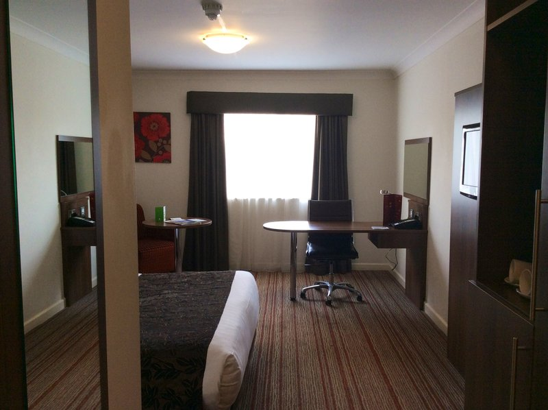Holiday Inn Barnsley M1, Jct.37-Spacious guest bedroom with desk<br/>Image from Leonardo