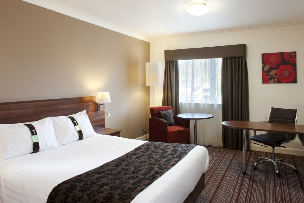 Holiday Inn Barnsley M1, Jct.37-Queen Bed Contemporary Guest Room with complimentary Internet<br/>Image from Leonardo