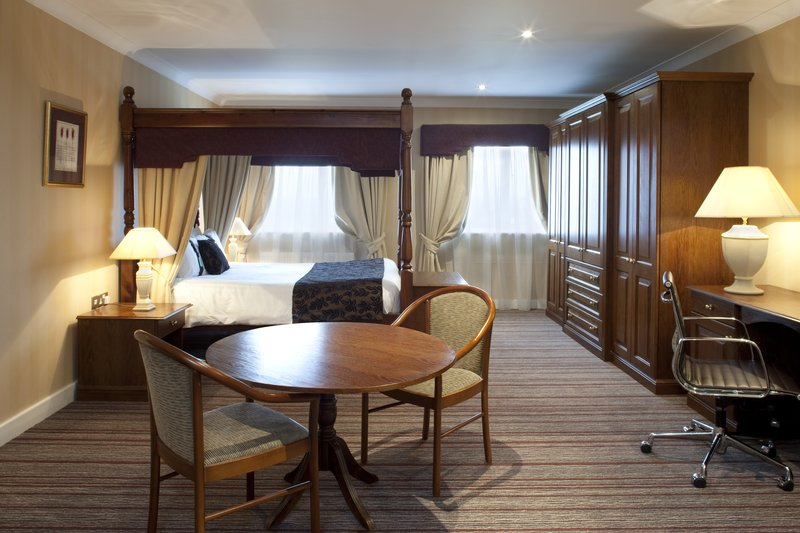 Holiday Inn Barnsley M1, Jct.37-One of modern two feature four poster style rooms<br/>Image from Leonardo
