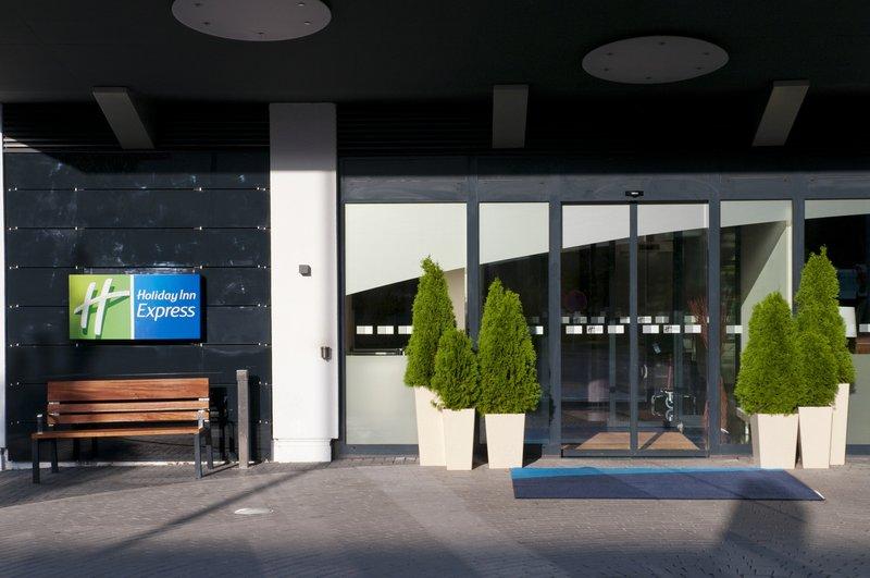 Holiday Inn Express Stuttgart Airport-Entrance<br/>Image from Leonardo