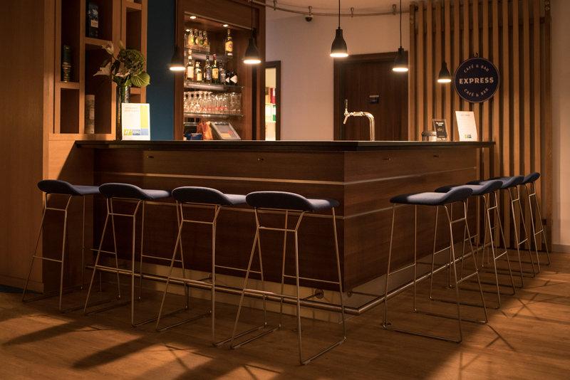 Holiday Inn Express Stuttgart Airport-Restaurant<br/>Image from Leonardo