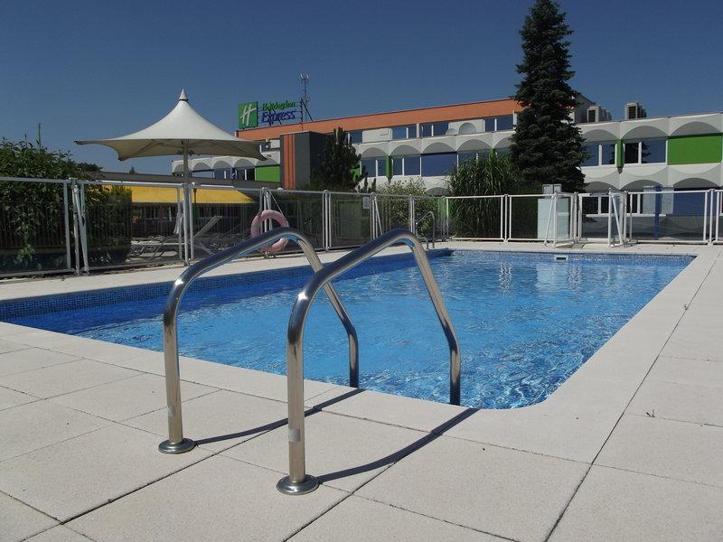 Holiday Inn Express Strasbourg Sud-Swimming Pool<br/>Image from Leonardo