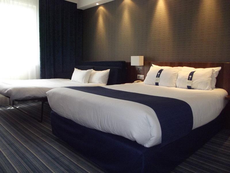 Holiday Inn Express Strasbourg Sud-Family Room<br/>Image from Leonardo