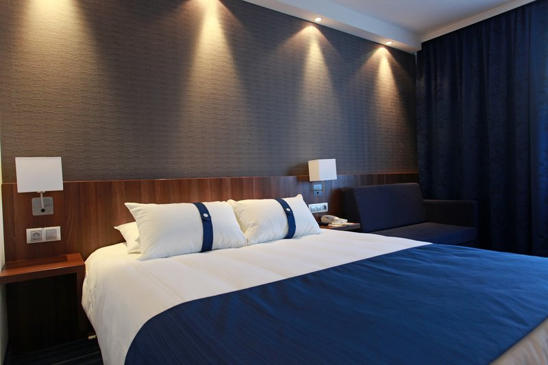 Holiday Inn Express Strasbourg Sud-Double Room with sofa bed for 1 children<br/>Image from Leonardo