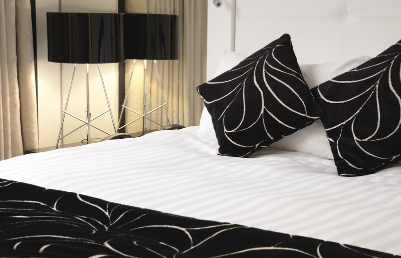 Crowne Plaza Manchester City Centre-Discover the Crowne Plaza Sleep Advantage® with luxury bedding<br/>Image from Leonardo