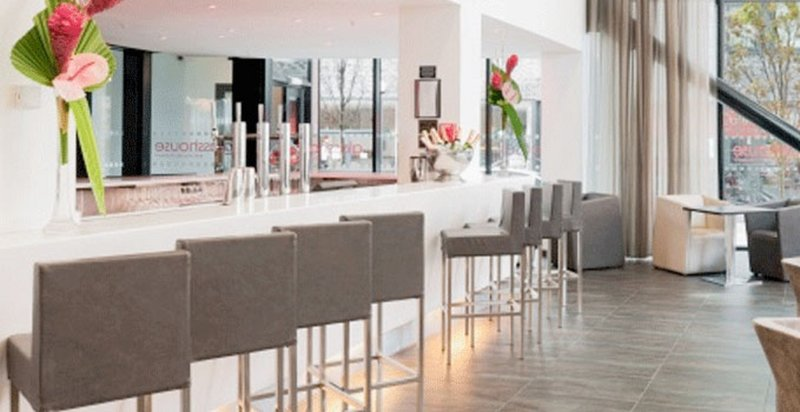 Crowne Plaza Manchester City Centre-Hotel Feature - The stunning Glasshouse Bar<br/>Image from Leonardo